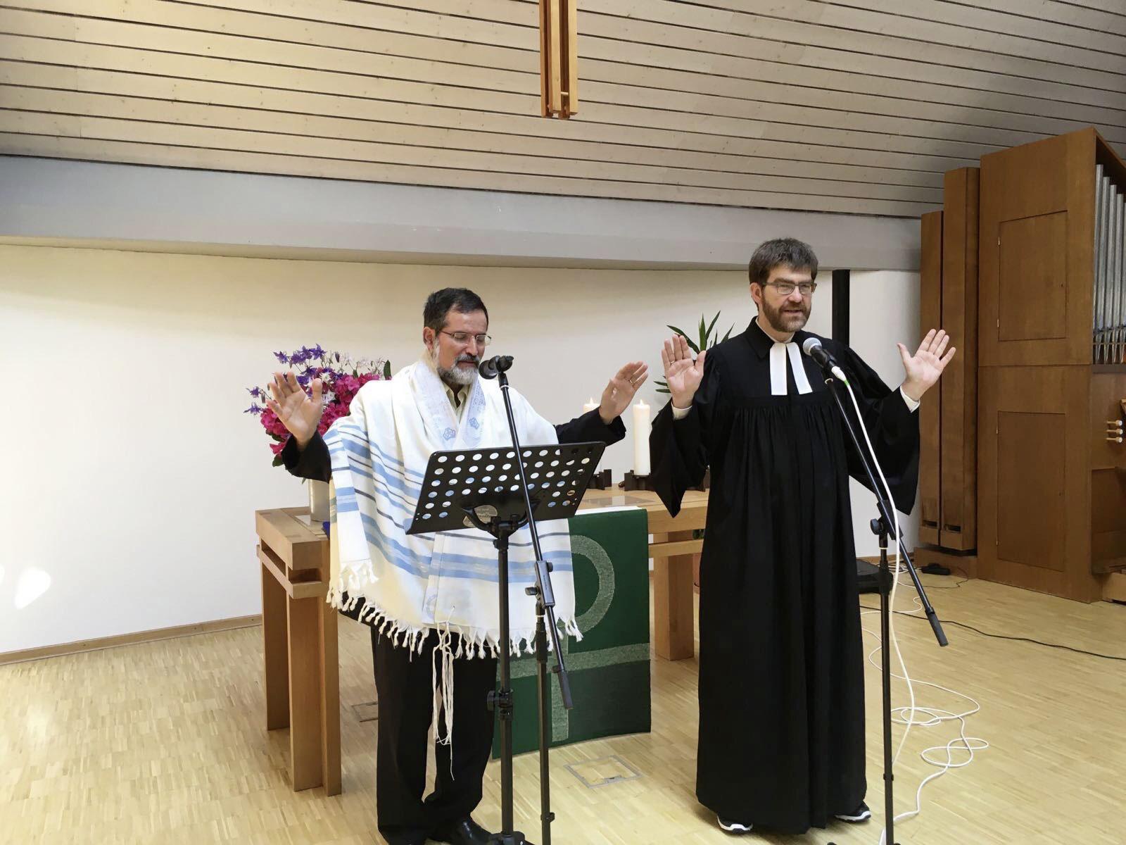 Pastor Avi Mizrachi und Pastor Michael Czylwik